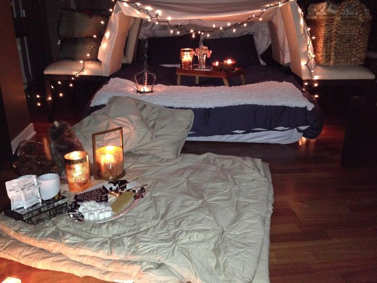 Instead of going out in the cold, try this indoor camping date idea from @thedatingdivas.