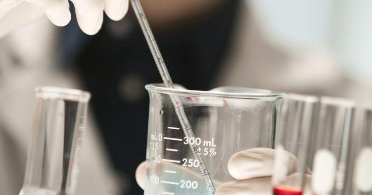 Isótopos usados en biología . Los isótopos son variaciones de los elementos químicos que contienen diferentes número de neutrones. Debido a que los isótopos son reconocibles, proporcionan una manera eficaz de seguimiento de los procesos biológicos durante la experimentación. Existen muchos usos potenciales para los isótopos en la experimentación, pero varias aplicaciones son ...