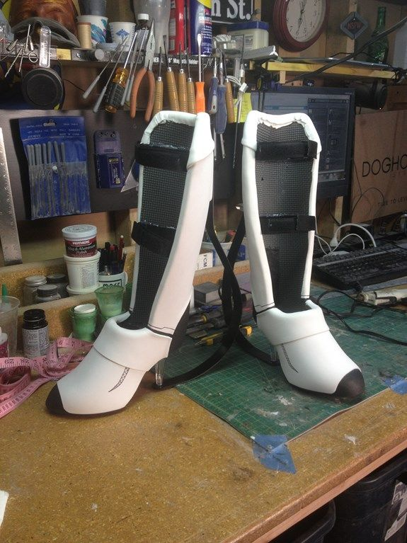 amazing long fall boots for Chell from Portal 2 made from eva foam. Low-ish tech and not super expensive!