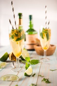 Mojito Royal Champagne: Recipe is in french but I think it's a passion fruit and champagne mojito?