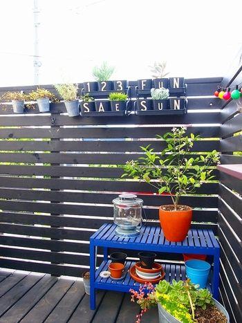 IKEAならではのPOPカラーの植木鉢や ガーデニングアイテムにひと工夫。 ちょこっとハーブを植えたりして楽しめます。
