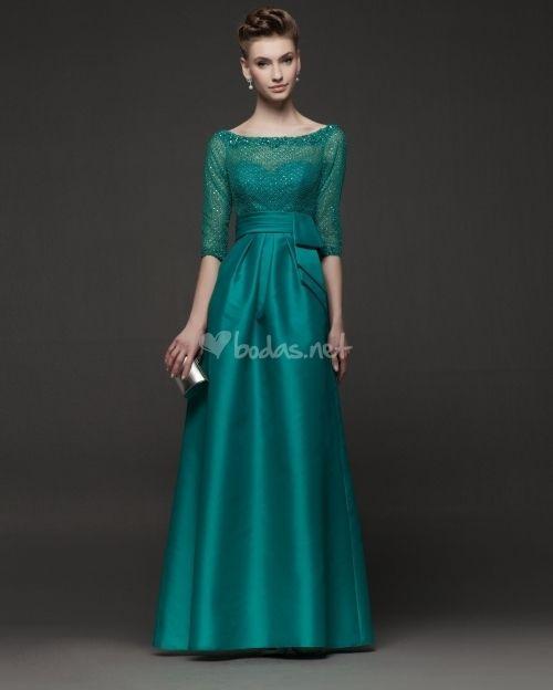 Los tonos verdes y azulados son los colores que han elegido los diseñadores para vestir a las madrinas e invitadas la próxima temporada. Hoy te contamos todas las tendencias en vestidos de fiesta.