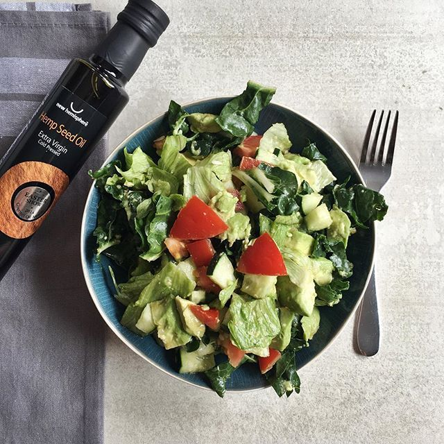 We're excited to be taking part in the @new_hemisphere #omegafamilychallenge 🌿  Hemp oil is a good source of essential fatty acids and has a omega-6 to omega-3 ratio of about 3:1 which is considered to be in the optimal range.  Essential fatty acids are especially important during pregnancy 👶🏼 and other sources include walnuts, chia seeds, flax seeds, salmon and grass-fed animal products.