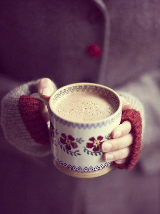 Доброго утра!  Пусть горячий кофе согреет вас в этот предпраздничный понедельник! Нет кофе машины? участвуй в конкурсе от http://lifezon.ru/ и получи прекрасную кофемашину Dolce Gusto: которая будет готовить для вас ароматный и горячий кофе зимним утром!  Подробнее на http://lifezon.ru/information/15---15---15
