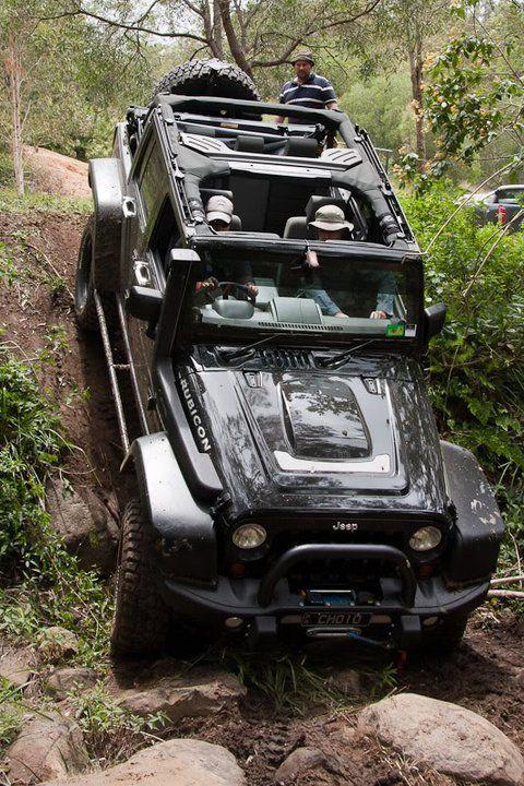 jeep wrangler jk (480×720)  Para los dueños de los malos ccaminos un todo terreno esepcional.