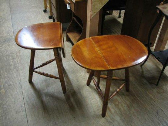 Cushman Colonial Creations 3 Legged Table Cushman