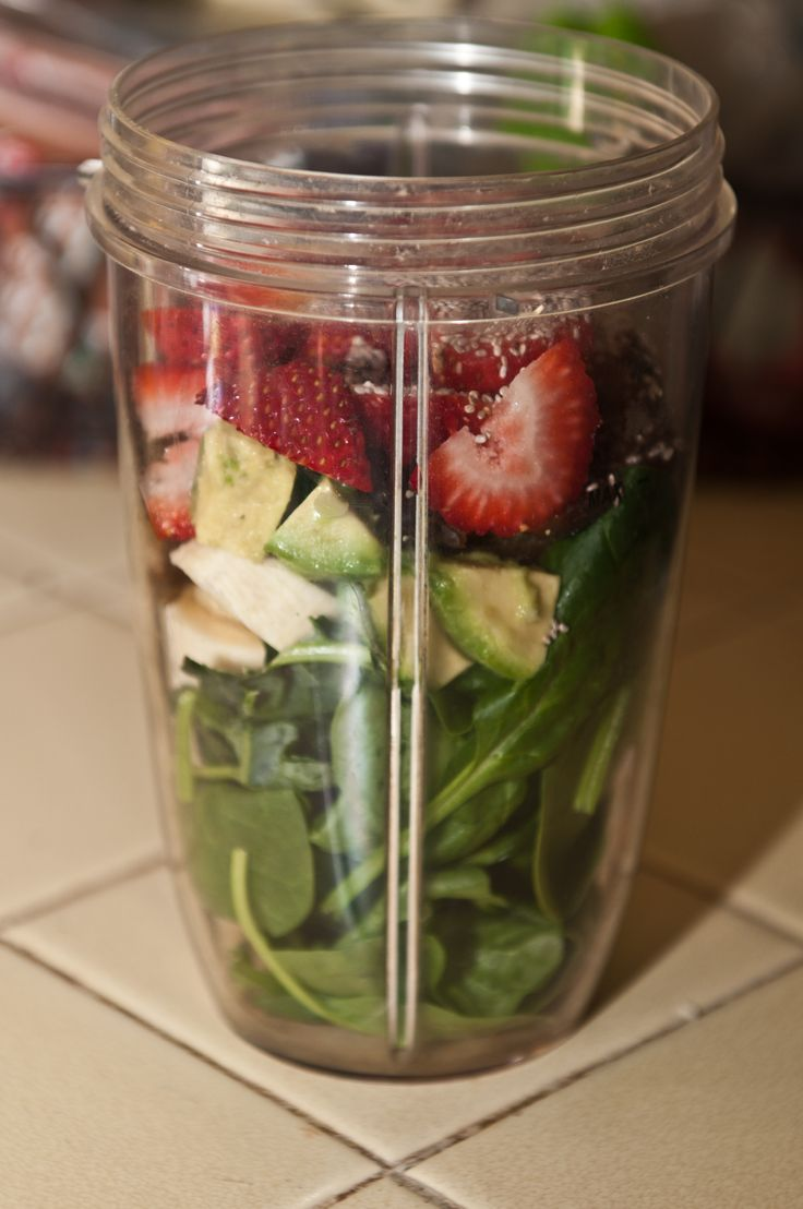 1cup spinach, a few lacinato kale leaves, 1/2 banana, 1/2 avocado, 3-4 dates, 2-3 strawberries, 1tsp. chia seeds. Add coconut milk & water & blend.