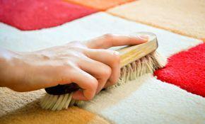 Volete pulire i tappeti di casa ma non sapete come farlo in modo ecologico? Ecco 5 rimedi fai da te che vi risolveranno questo problema. Si possono applicare a tutti i tipi di tappeto, da quelli a pelo lungo ai sintetici, a quelli di lana.