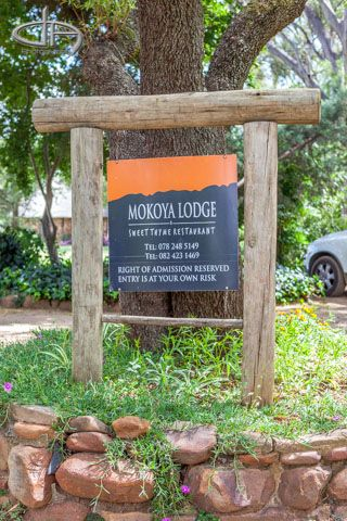 Mokoya Lodge | Entrance with Board to Sweet Thyme