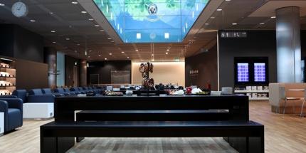 Munich: Lufthansa Business Class lounge.  Avoin kaikille Lufthansan business-luokan matkustajille.