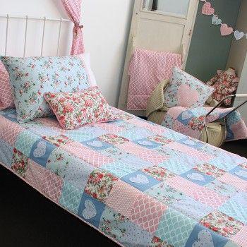 Heart Applique Single Bed Quilt - Oobi.com.au