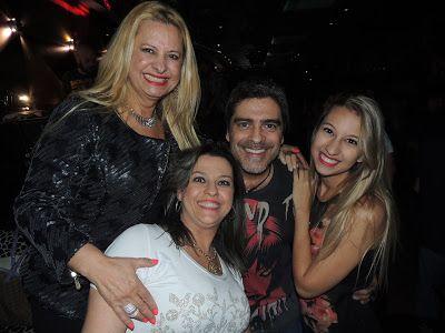 ♥ Lilian Gonçalves prestigia Show de Junno Andrade no Piove ♥ SP ♥  http://paulabarrozo.blogspot.com.br/2016/03/lilian-goncalves-prestigia-show-de.html