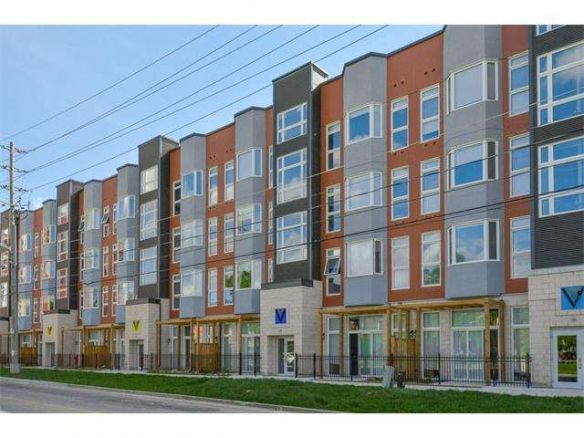 Calling All Investors Here Is A Turn Key Investment Opportunity In The Sage Ivy Towns Complex Sought After Location Close P Open Concept Waterloo Real Estate