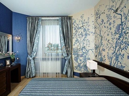 Комбинированные обои для спальни синие