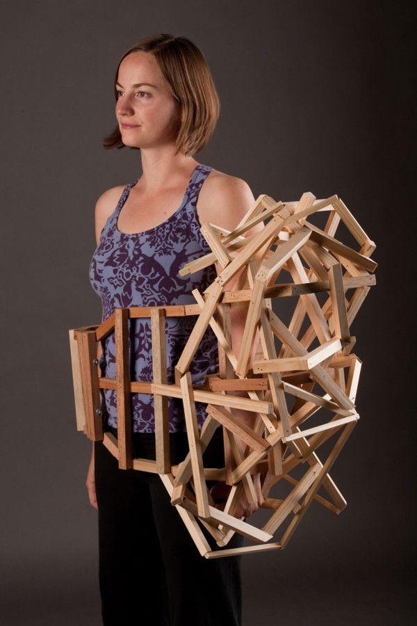 Wearable Sculptures by Tracy Featherstone contenir - enfermer - apparaitre - trou - superposition - aleatoire - structure