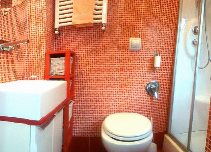 Sfruttare lo spazio in un bagno di 2 mq il lavandino stato inserito nella nicchia tra le - Specchio krabb ikea ...