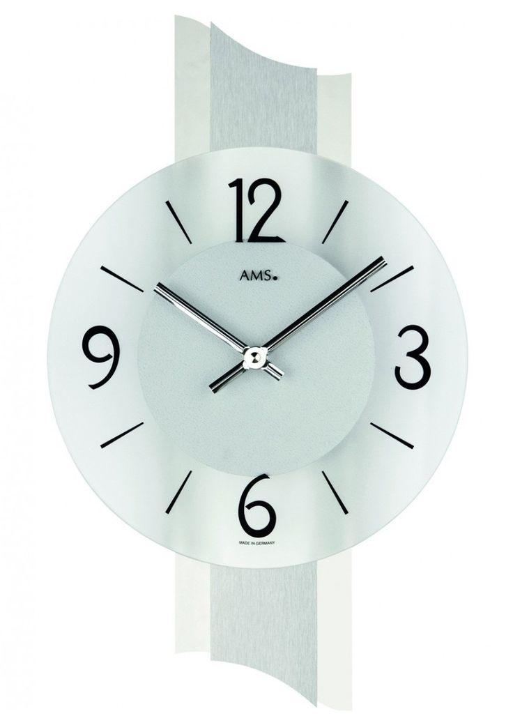 AMS Wandklok 9394. Een mooie Designklok welke is voorzien van een mat-glazen wijzerplaat. Verder uitgevoerd van kunststof met een aluminium bedekking. Voorzien ven een uurwerk die op een batterij functioneert. U heeft 2 jaar garantie op het uurwerk. De klok is 40 cm hoog en 23 cm breed. De klok is 6 cm dik.