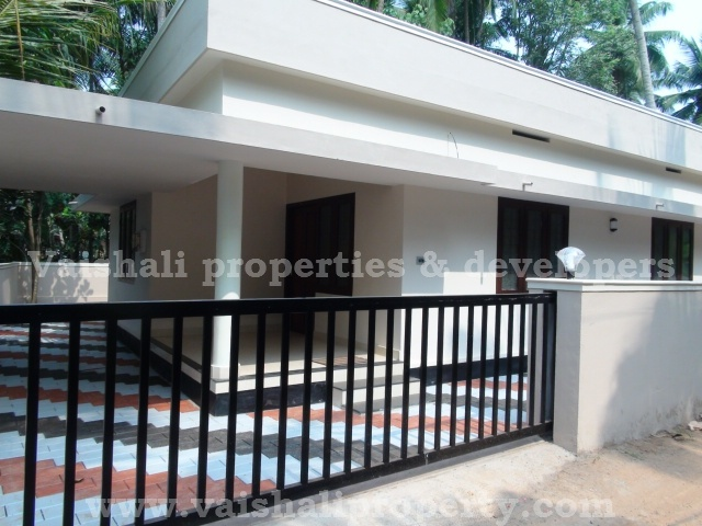 House/Villa For Sale in Kozhikode - SICHERMOVE.COM  This single storied, 800 sq.ft, 2 bhk house is built on 4.25 cents of land. Accessible b y all kind of vehicles. It is only 75 mtrs from the main bus route Moozhikkal–Parambil bazaar. It has a sit out, hall, 2 bed rooms 1 with attached bath, kitchen and work area