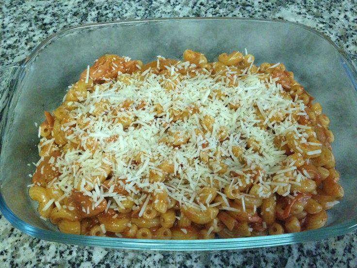 How to Cook Macaroni With Tuna in Spaghetti Sauce