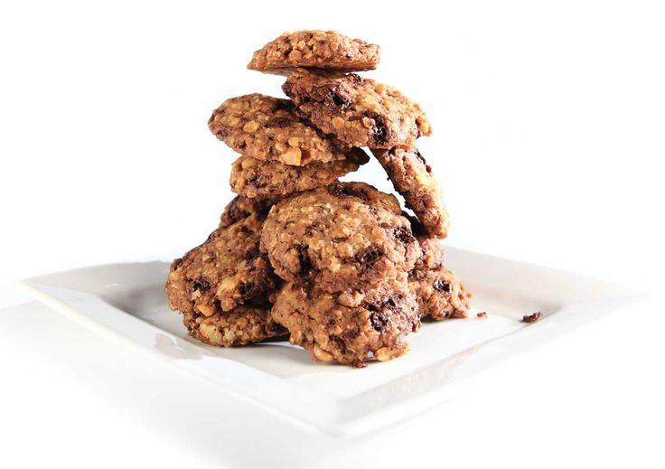 Sjokoladenøttcookies med speltmel, 70 % sjokolade og Cocosa kokosolje. Søtet med Steviosa pulver eller sukker. Full oppskrift: http://www.soma.no/oppskrifter/bakverk/sjokoladenottcookies/