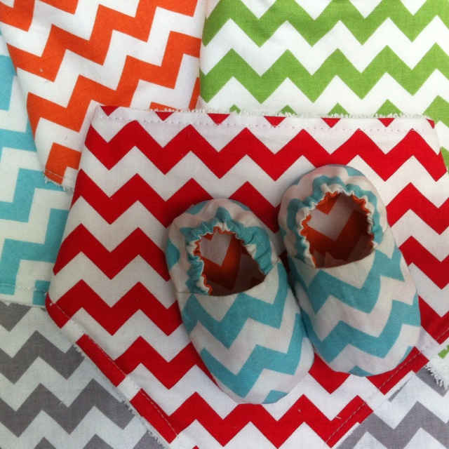 Love these baby shoes, very modern and summery
