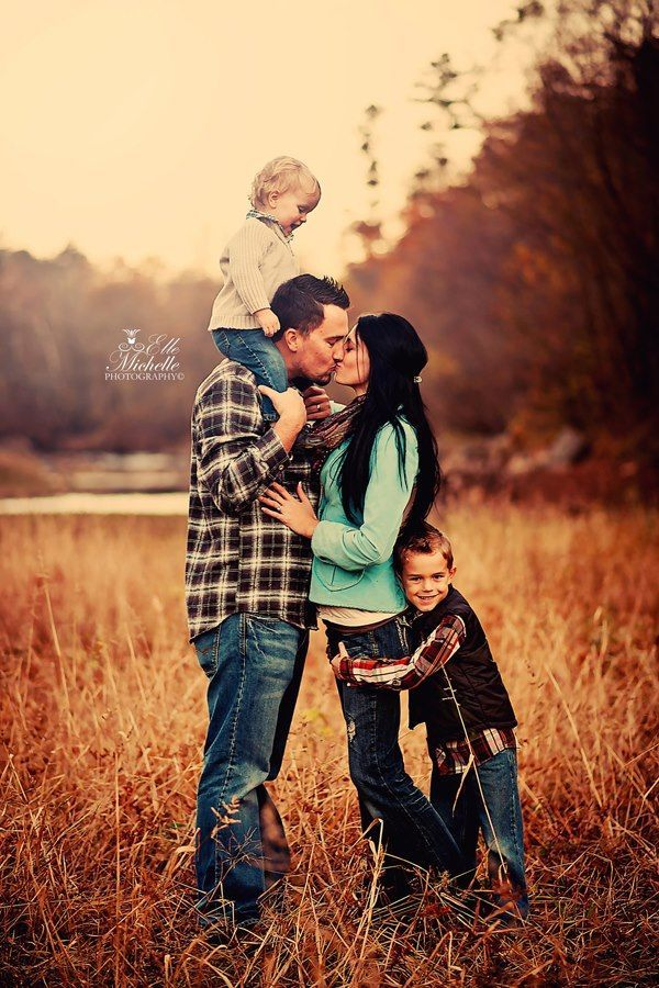 cute family pose family poses pinterest mom like you and i love. Black Bedroom Furniture Sets. Home Design Ideas