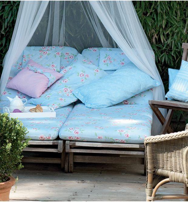 liebevoll gen htes f r balkon terrasse und garten topp. Black Bedroom Furniture Sets. Home Design Ideas