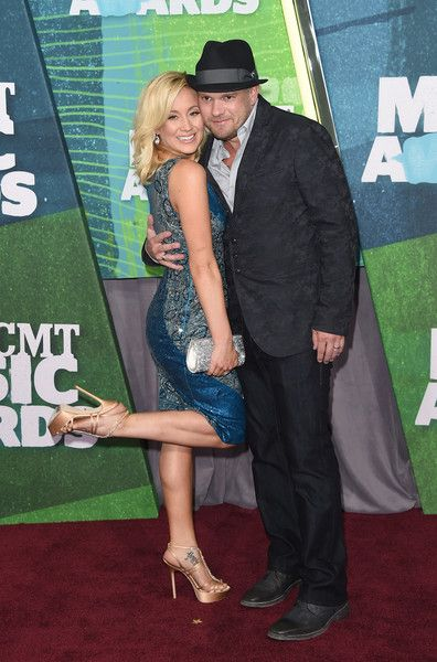 Kellie Pickler Photos Photos - Singer Kellie Pickler and Kyle Jacobs attend the 2015 CMT Music awards at the Bridgestone Arena on June 10, 2015 in Nashville, Tennessee. - 2015 CMT Music Awards - Arrivals