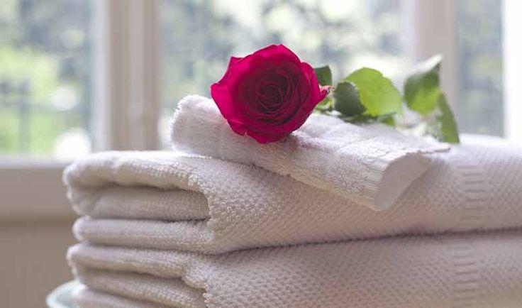 Tener unas toallas suaves y agradables al tacto es algo que nos gusta a todos, aunque el paso del tiempo suele provocar que las toallas pierdan su suavidad.
