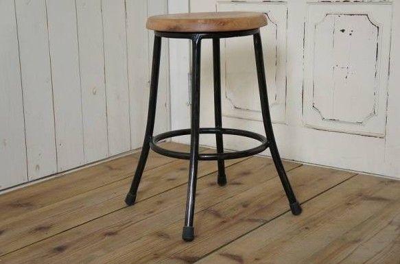 レトロ調 鉄脚スツール 座面チーク材 丸イス ブラック 工業系|椅子(チェアー)・スツール|81jp_store|ハンドメイド通販・販売のCreema