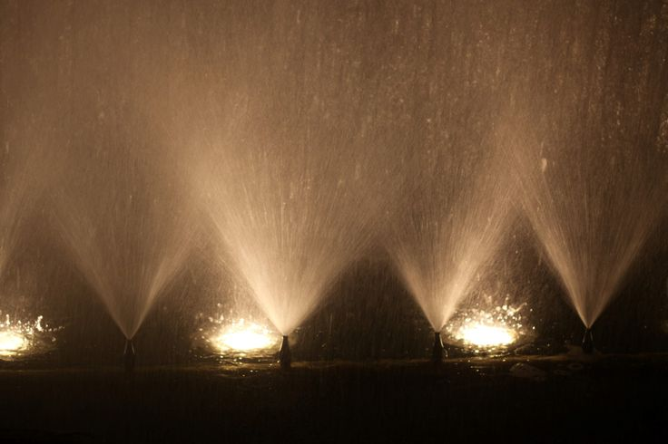Cascata Luminosa – Parque Verde do Mondego (1) https://www.flickr.com/photos/126008239@N05/albums/72157658161690481  A luz dando um encanto especial à cascata existente no Parque Verde do Mondego, em Coimbra. Álbum com 70 fotografias.