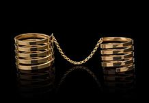 This set of two rings features a five-band statement ring, connected with a chain to a five-band midi ring. Avant-garde to the max!