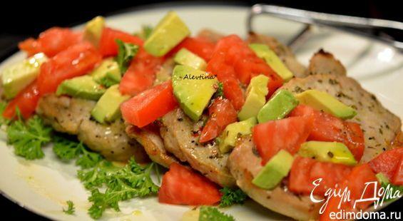 Юкатан - это штат в Мексике на полуострове Юкатан. Вкусное и несложное блюдо готовится из свиных котлет на косточке или без кости.