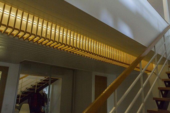 1960's home with modern LED light. / 1960-luvun puukehys sai näyttävän valonauhan sisälleen. www.valaistusblogi.fi