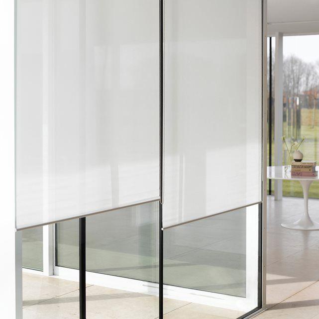 Toile tamisante effet voilage 65% polyester, 35% nylon. Permet de protéger votre intimité tout en laissant pénétrer la lumière naturelle. Store idéal pour les grandes fenêtres, les baies vitrées... grâce à sa hauteur de 2m50. Finitions haut de gamme pour ce store : mécanisme à chaînette et barre  de lestage chromés. Fixation au mur ou au plafond, visserie fournie.  Grandes largeurs et hauteurs. Facilité d'entretien car lessivable.