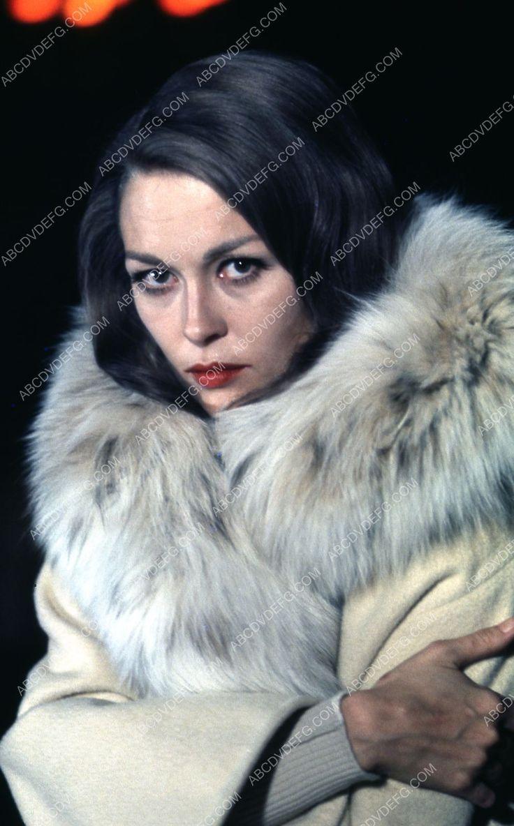 beautiful Faye Dunaway in fur coat 35m-3411