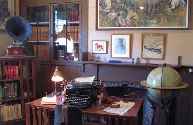 Dünyaca Ünlü Edebiyatçıların Çalışma Masaları ve Kütüphaneleri