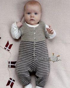 Вязаный спицами полосатый комбинезон. Описание для ребенка от рождения до 1,5 года