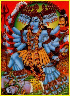 Kâlî incarne l'énergie féminine. A la fois force destructrice et mère nourricière, elle est l'objet de nombreux rites.