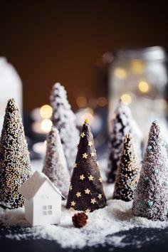 J'aime beaucoup réaliser des décorations de Noël qui puissent se manger. D'ailleurs sur le blog, la liste commence petit à petit à s'étoffer : La fameuse m