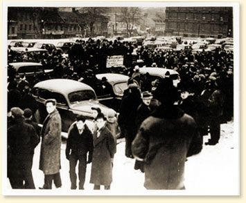 PM Mackenzie King in 1939  promised that there would be no conscription. In 1942 he authorized conscription for home defence. But Quebecers voted 73% against it. This is a photo from that time, showing anti-conscription rally.  Anti-conscription rally in front of the Chateau Frontenac, Quebec City, Que.