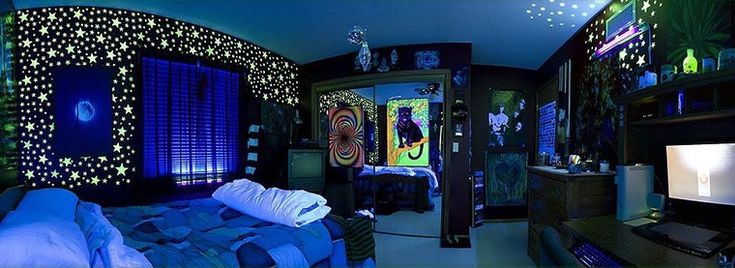 THIS. ROOM.  IS. AMAZING. The debate on this forum between the idiot dudes trolling is also hysterical.  Women might get snarky on Pinterest but at least we don't do that shit.  Hippie trippy paint idea for my bohemian gypsy camper