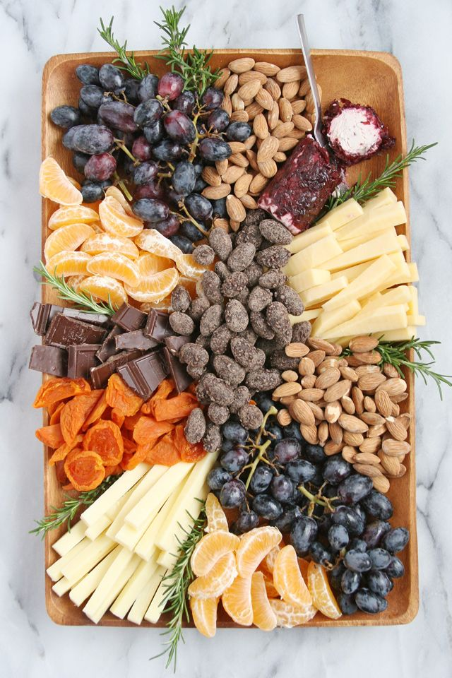 How to build a beautiful cheese & fruit platter!