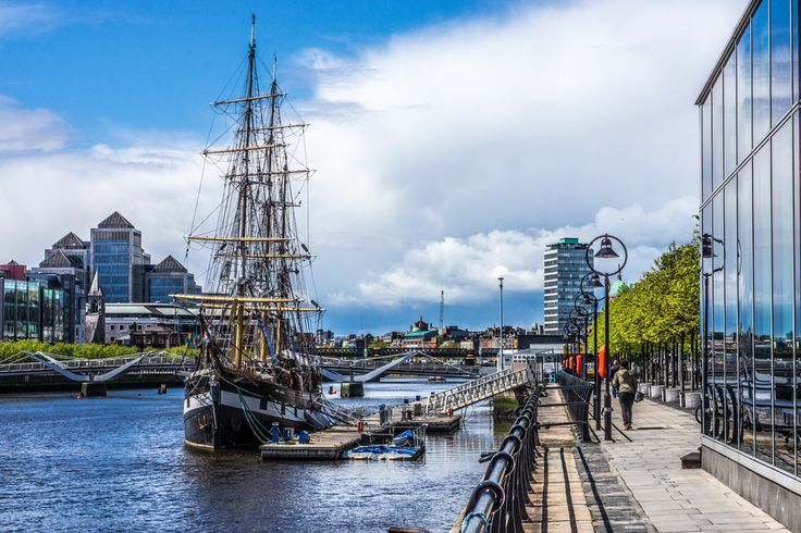 Tall Ship On The Liffey River, Dublin jigsaw puzzle in Street View puzzles on TheJigsawPuzzles.com