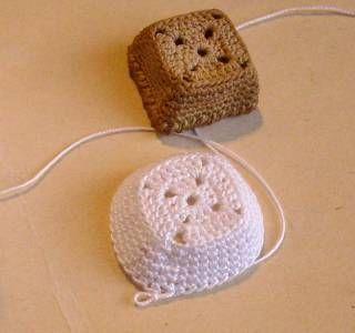 Minicanastita: preciosas ! Tutorial en français, mini- paniers en crochet, mimis... Crochet basket tutorial