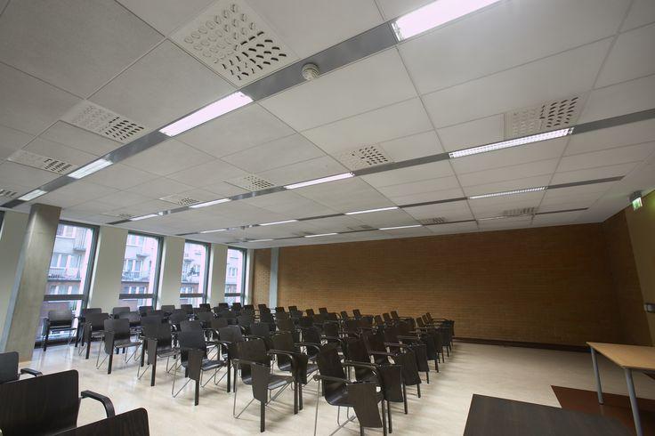 Wydział Teologii Uniwersytetu Śląskiego, Armstrong, sufity podwieszane, sufit akustyczny, acoustic, ceiling, Optima MicroLook, Ultima MicroLook