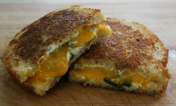Jalapeño Grilled CheeseGrilled Chees Sandwiches, Jalepeno Grilled Cheese 3, Jalapeno Grilled, Grilled Cheese Sandwiches, Jalapeno Poppers, Poppers Grilled, Sandwiches Recipe, Grilled Cheeses, Jalapeno Poppers