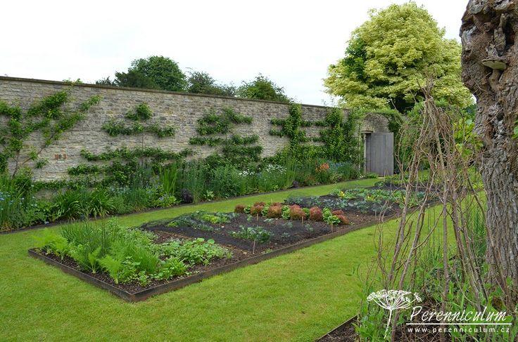 Rozsáhlá zeleninová zahrada - soukromá zahrada v Doyntonu.