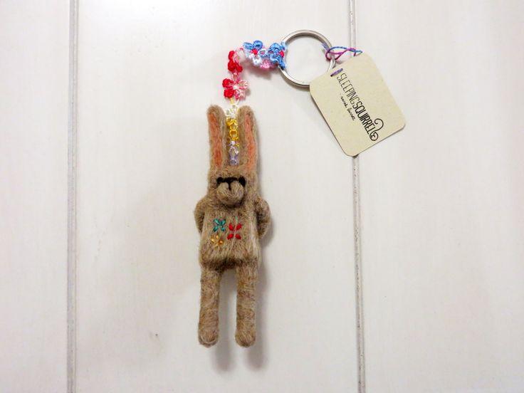 Flowery rabbit needle felt key chain