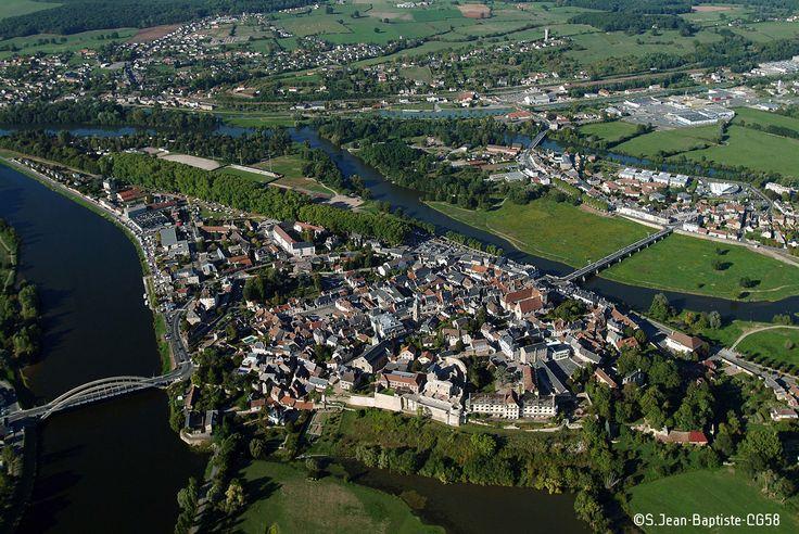 La Loire, le canal du Nivernaus, c'est Decize vu du ciel !